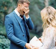 Hoe hij kijkt wanneer hij jou voor de eerste keer in je jurk ziet? Bovenstaande reacties zijn priceless. Gegarandeerd een tweede keer in #thevow #priceless