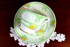 Hey, ho trovato questa fantastica inserzione di Etsy su https://www.etsy.com/it/listing/228576059/bell-china-teacup-dainty-tea-cup-and