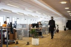 A clean office is going to attract many investors and clients. Check out these tips and tricks you can use for office cleaning. Bureau Design, Small Office Organization, Microsoft Dynamics, Do It Yourself Home, Cleaning Service, Cleaning Tips, Organizing Tips, Search Engine Optimization, Office Decor