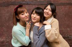 ℃-uteの(左から)萩原舞、矢島舞美、鈴木愛理。