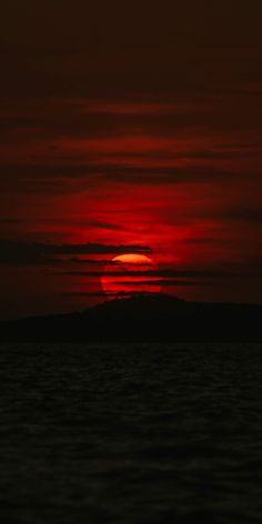 Red sunset in the dark night Beautiful Wallpapers For Iphone, Live Wallpaper Iphone, Sunset Wallpaper, Fall Wallpaper, Galaxy Wallpaper, Colorful Wallpaper, Cellphone Wallpaper, Nature Wallpaper, Blank Wallpaper