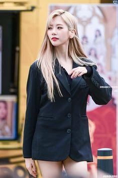 Pretty Asian, Beautiful Asian Girls, South Korean Girls, Korean Girl Groups, Cutest Bunny Ever, Kim Min Ji, Jiu Dreamcatcher, Get Skinny Legs, Metal Girl