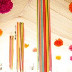 Декор для места торжества из длинных лент