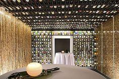 Vinothek Korki: Leidenschaft für erlesenen Wein und deren Korken | Fotograf: Franz Ofner | Credit:Achentalerhof | Mehr Informationen und Bilddownload in voller Auflsung: http://www.ots.at/presseaussendung/OBS_20130527_OBS0030