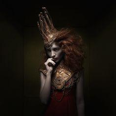 Cathar  Designer: Justyna Waraczyńska-Varma Make-up artist: Sebastian Conrad Models: Angelique Lang, Julian J.R.Zoe