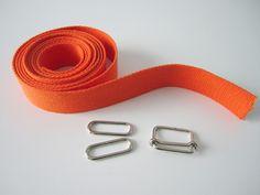 Une bandoulière ajustable donne instantanément à votre sac un côté plus professionnel et bien sûr plus pratique ! Voici donc le tuto bandoulière ajustable.