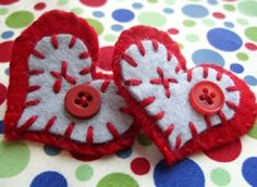 Adorable felt hearts that can be used as magnets or pins to wear!