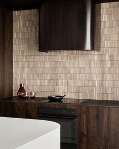Kitchen Dinning, Wooden Kitchen, Kitchen Pantry, Kitchen Decor, Kitchen Cabinets, Dark Wood Kitchens, Home Kitchens, Küchen Design, Design Blogs