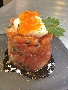 Steelhead trout and fresh tomato tartare with shichimi togarashi, house-made crème fraîche, salmon roe