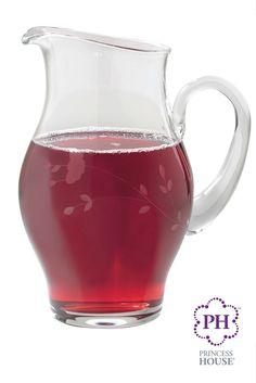 Sirve tus bebidas favoritas con la Jarra Princess Heritage®, la cual luce el único y bello diseño Princess Heritage #Jarra #PrincessHouse