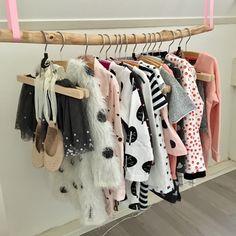 DIY ; tak als kledingrek. Babykamer, roze, meisje.