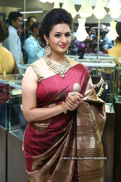 Divyanka Tripathi in Saree Beautiful Girl Indian, Most Beautiful Indian Actress, Gorgeous Women, Beautiful Gorgeous, Beautiful Saree, Beautiful Bollywood Actress, Beautiful Actresses, Beauty Full Girl, Beauty Women