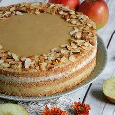 Guten Morgen, ihr Lieben na seid ihr schon aufgestanden? Bei uns geht's jetzt erstmal ne Runde Fahrrad fahren und dann stürzen wir uns in den Samstagseinkauf aber vorher wollte ich euch noch dieses Traumtörtchen mit Mandelbiskuit, Äpfeln und Marzipanpudding zeigen wollt ihr das Rezept? Das ist schon in wenigen Stunden online für euch  #apfeltorte #apfelkuchen #apfel #äpfel #obstkuchen #applecake #marzipan #biskuit #marzipantorte #nakedcake #torte #herbst...