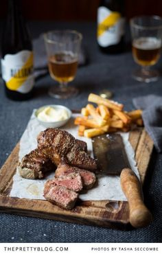 Steak and Chips with Aioli (garlic mayonnaise) : thefoodfox Wine Recipes, Beef Recipes, Cooking Recipes, Cooking Food, Steak And Chips, Gastro Pubs, Pub Food, Eat Smarter, Gastronomia