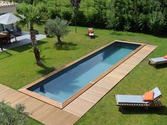 Couloir de nage : des piscines sportives A warm pool in the garden Swiming Pool, Small Backyard Pools, Natural Swimming Pools, Backyard Pool Designs, Swimming Pools Backyard, Swimming Pool Designs, Pool Decks, Pool Landscaping, Outdoor Pool