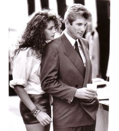 Richard Gere and Julia Roberts in Pretty Woman. If you've never seen Pretty Woman, well then bye. Love Movie, Movie Stars, Movie Tv, Pretty Woman Movie, Pretty Woman Quotes, Movies Showing, Movies And Tv Shows, Jennifer Grey, Beaux Couples