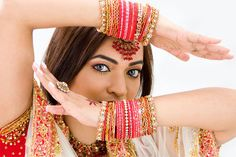 Indian women are beautiful and these are the few simple beauty secrets which make them different from others. Online Flower Delivery, New Image, Beauty Secrets, Indian Beauty, Get The Look, Body Art Tattoos, New Hair, Beauty Women, Flirting