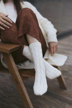 Oodi-villasukat Novita Venla Intarsia Patterns, Fair Isle Knitting Patterns, Lace Patterns, Stitch Patterns, Knitting Socks, Knitting Needles, Free Knitting, Wardrobe Design, How To Purl Knit