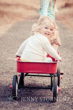 kids portrait, kids in red wagons, fall photos, Tacoma Photographer, Fort Steilacoom Park :: Jenny Storment Photography