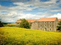 Search for the holiday cottage that best suits you, by date, family-friendly facilities, leisure facilities and more on Country Cottages Online. Cool Suits, Wedding Venues, Cottage, Mansions, House Styles, Search, Wedding Reception Venues, Wedding Places, Manor Houses