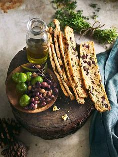 Perfect for a picnic or a party, these flavour-filled biscotti are an ideal afternoon snack. Savory Snacks, Healthy Snacks, Snack Recipes, Dessert Recipes, Cooking Recipes, Desserts, Olives, Crackers, Biscuits