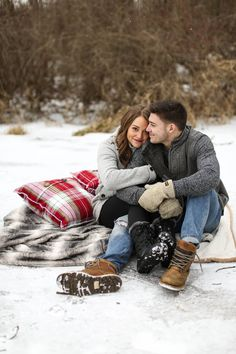 Christmas Couple Pictures Outside - Awesome Christmas Couple Pictures Outside , Samantha Rice Graphy Lake Fenton Michigan Outdoor Winter Winter Couple Pictures, Winter Engagement Pictures, Engagement Pics, Fall Engagement, Couple Goals Tumblr, Cute Couple Quotes, Couple Photography Poses, Winter Photography, Outdoor Photography