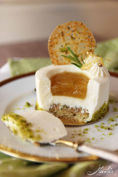 Cream cheese and lemon tart with lime marmellata & pistachio crisp leaves Fruit Recipes, Sweet Recipes, Cake Recipes, Dessert Recipes, Fancy Desserts, Just Desserts, Delicious Desserts, Pastry Recipes, Cooking Recipes