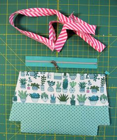 Most recent Pic sewing hacks zipper Concepts Reißverschluss einfassen Christmas Sewing Projects, Diy Sewing Projects, Sewing Hacks, Sewing Tips, Clutch Tutorial, Diy Mode, Paper Piecing Patterns, Patchwork Bags, Couture Sewing