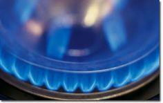 metano-•El metano (CH4) se emite en la producción y transporte de los combustibles fósiles, la descomposición de la basura y en los procesos agrícolas como la ganadería. Representa el 9% de la producción de gases invernadero por los seres humanos.