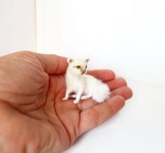 OOAK White cat, realistic felt miniature, for the Dollhouse. Wire Frame, Puppets, Miniatures, Felt, Cozy, Animals, Animales, Felting, Animaux