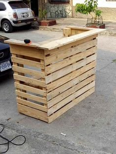 Pallet Made Bar Table: - 30 Pallet Projects That Will Make You Fall in Love   99 Pallets - Part 2