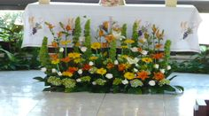 Jardin Floreria - Decoracion de iglesias Valentine Flower Arrangements, Church Flower Arrangements, Beautiful Flower Arrangements, Floral Arrangements, Beautiful Flowers, Backyard Wedding Decorations, Altar Decorations, Flower Decorations, Altar Flowers
