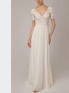Extravagantes Brautkleid mit Spitzenapplikationen und fließendem Rock. Lusan Mandongus, Rock, Formal Dresses, Fashion, Appliques, Bridal Gown, Curve Dresses, Dresses For Formal, Moda