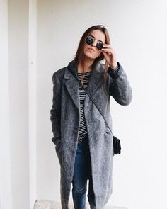 Minimal chic streetstyle | oversized grey wool boyfriend coat | winter style | winter fashion | streetstyle | winter look | outfit