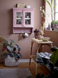 Entryway Tables, Old Furniture, Display, Texture, Creative, Wall, Feminine, Touch, Inspiration
