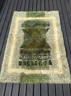 Vanha vintage ryijy Persian Carpet, Persian Rug, Rya Rug, Diy Carpet, Handmade Rugs, Interior Ideas, Stepping Stones, Scandinavian, Cool Designs