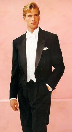 According To Le Monde Magazine The White Tie Is Even More Formal Than Black It S Also A Way Make Bow Less Obvious For Any Groom Who