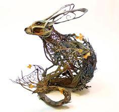 エレン・ジューエット:ワイヤーで土台、軽い粘土で肉付け、アクリル絵の具着色