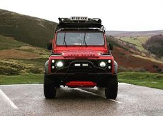Land Rover Defender 90 Tdi extreme twisted. Nice in red.