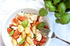 Gnocchisalat mit Mozzarella und Tomate
