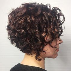 60 Styles and Cuts for Naturally Curly Hair Short Stacked Curly Bob; curls have been cut into an inverted shape, curls have been cut into an inverted shape, which helps the ringlets stand out and adds a lot of fullness in the back. Short Curly Cuts, Thin Curly Hair, Short Curly Haircuts, Curly Hair With Bangs, Short Curls, Curly Bob Hairstyles, Hairstyles With Bangs, Wavy Hair, Curly Hair Styles