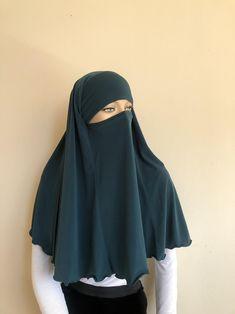 Burqa Fashion, Muslim Fashion, Face Veil, Muslim Wedding Dresses, Hijab Niqab, Moroccan Dress, Emerald Color, Islamic Clothing, Hijab Dress