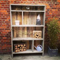 Deze tuinkast van steigerhout en pallethout geeft een prachtig effect. met een goede kwaliteit. te bezichtigen bij woonwinkel Creative Open in Tilburg