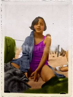 Young Margot Frank, older sister of the famed holocaust diarist Anne Frank, at a Beach. I have to swear Margot here looked like Madonna's daughter, Lour. Margot Frank at Beach Margot Frank, Anne Frank, Frank Album, Madonna Daughter, Jewish History, Weird World, Old Photos, Candid, Sisters
