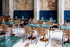 Designers, rédacteurs en chef, stylistes, mannequins et attachés de presse … où s'attable le gratin de la mode ? Dix spots gastronomiques de haute volée devenus, ces dernières années, les cantines des acteurs de la mode parisienne.