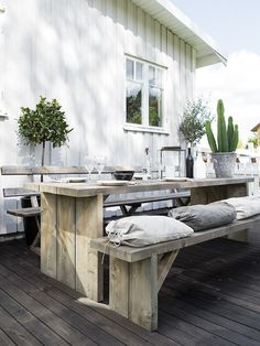 Outdoor Kitchen Design Ideas and Decorating Pictures for Your Inspirations - Amazing collection of outdoor kitchen layouts to obtain you motivated. Utilize our design ideas to assist produce the superb area for your outdoor kitchen home appliances. Outdoor Rooms, Outdoor Dining, Outdoor Decor, Rustic Outdoor, Outdoor Seating, Outdoor Ideas, Outdoor Kitchens, Dining Area, Dining Table