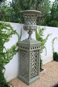 Vases   Accents of France - Treillage pedestal urn