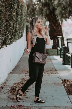 Pochette Louis Vuitton, Louis Vuitton Shoes, Louis Vuitton Handbags, Lv Pochette Metis, Lv Handbags, Louis Vuitton Crossbody Bag, Vuitton Bag, Luxury Handbags, Fall Outfits