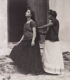 Bravo, Manuel Alvarez (1902-2002) - 1933 Woman of the Isthmus Combing Isabel Villasenor's Hair | Flickr - Photo Sharing!
