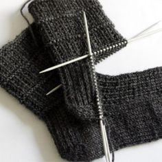sewing for men Easy sock knitting pattern for men - pair of socks from sock series for easier access. This pair is perfect for both genders. Pattern is simple yet interesting and it holds the sock nicely around the foot. My kid, who loves… Knitted Socks Free Pattern, Crochet Socks, Easy Knitting Patterns, Knitting Blogs, Knitting For Beginners, Knit Or Crochet, Knitting Socks, Knitting Designs, Knitting Stitches
